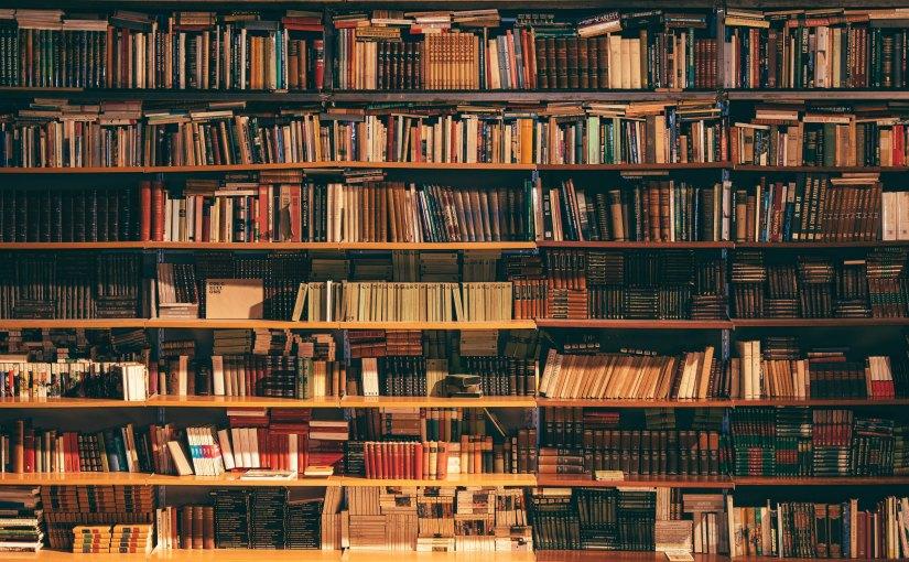 Elämä on yhtä yksinkertaista kuin kirjan valitseminenkirjahyllystä